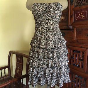 Flirty, flattering animal print strapless dress!